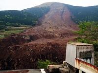 土砂災害で崩落した阿蘇大橋