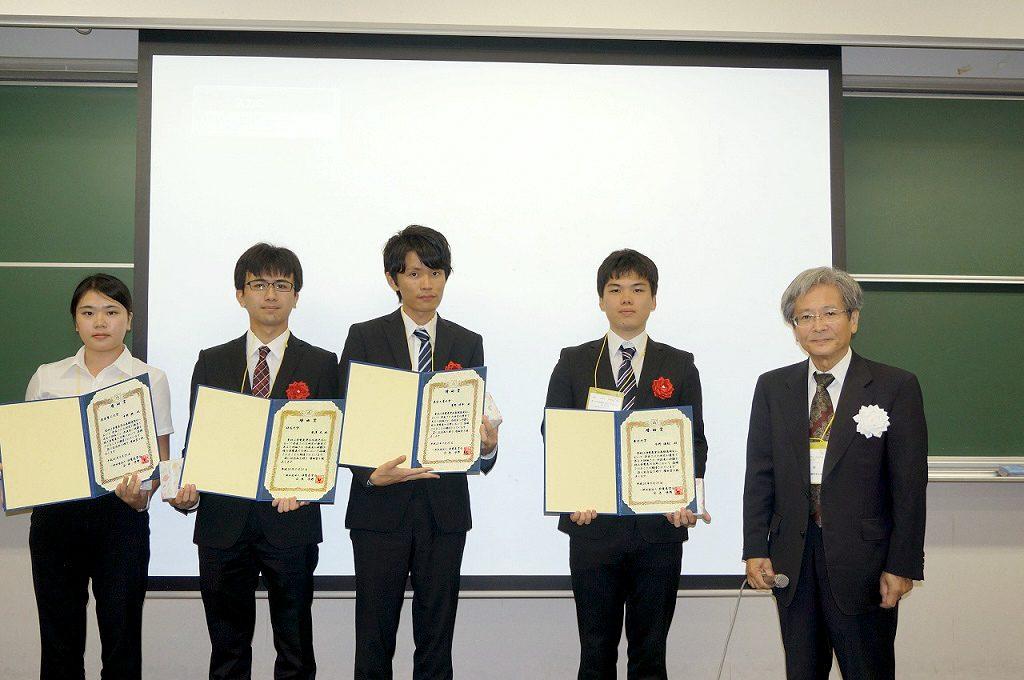 左から2 番目が廣澤君、右は水野静電気学会長
